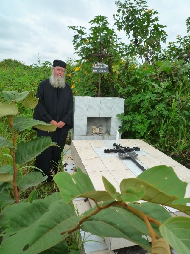 У могилки Базиля