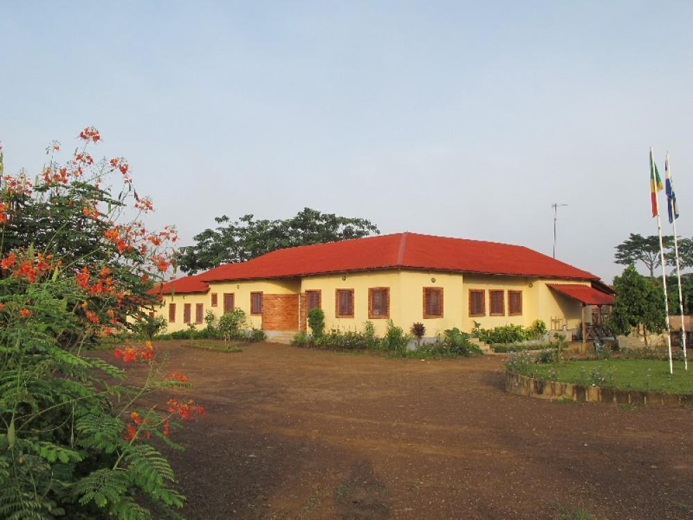 Школа «Свет народов», Долизи