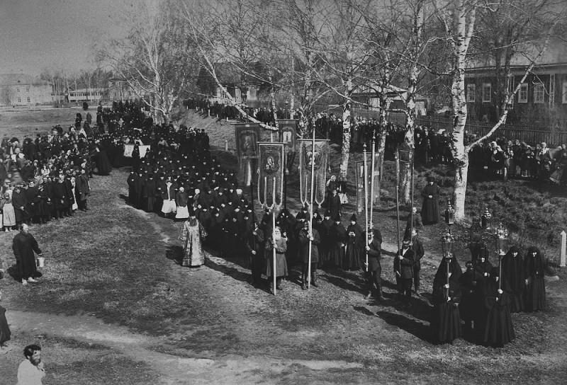 Крестный ход в Серафимо-Дивеевском монастыре