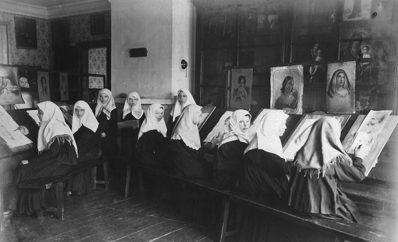 Труды сестер рисования в Серафимо-Дивеевском монастрые