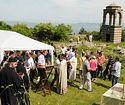 Празник Силаска Светога Духа на Апостоле , Свете Тројице, прослављен на рушевинама истоименог манастира у селу Мушутишту код Суве Реке