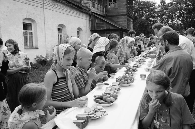 Γεύμα πρίν την έναρξη της λιτανείας