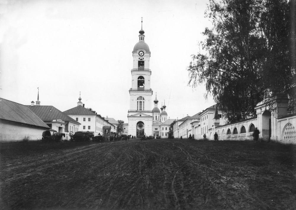 Колокольня Саровского монастыря