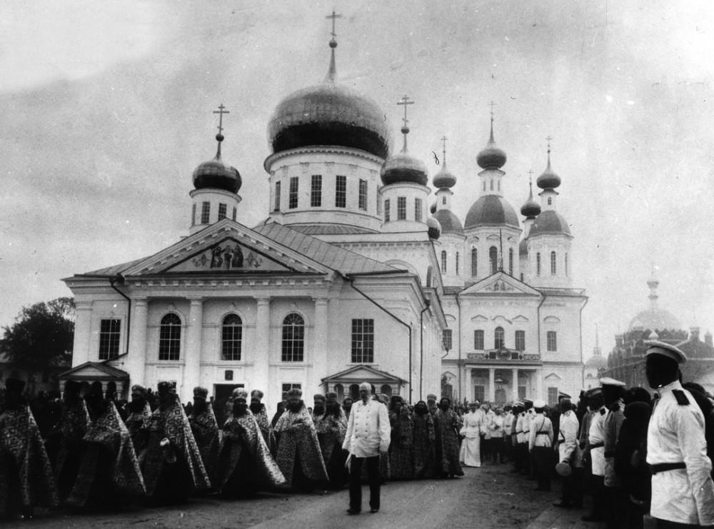 Крестный ход в Саровском монастыре