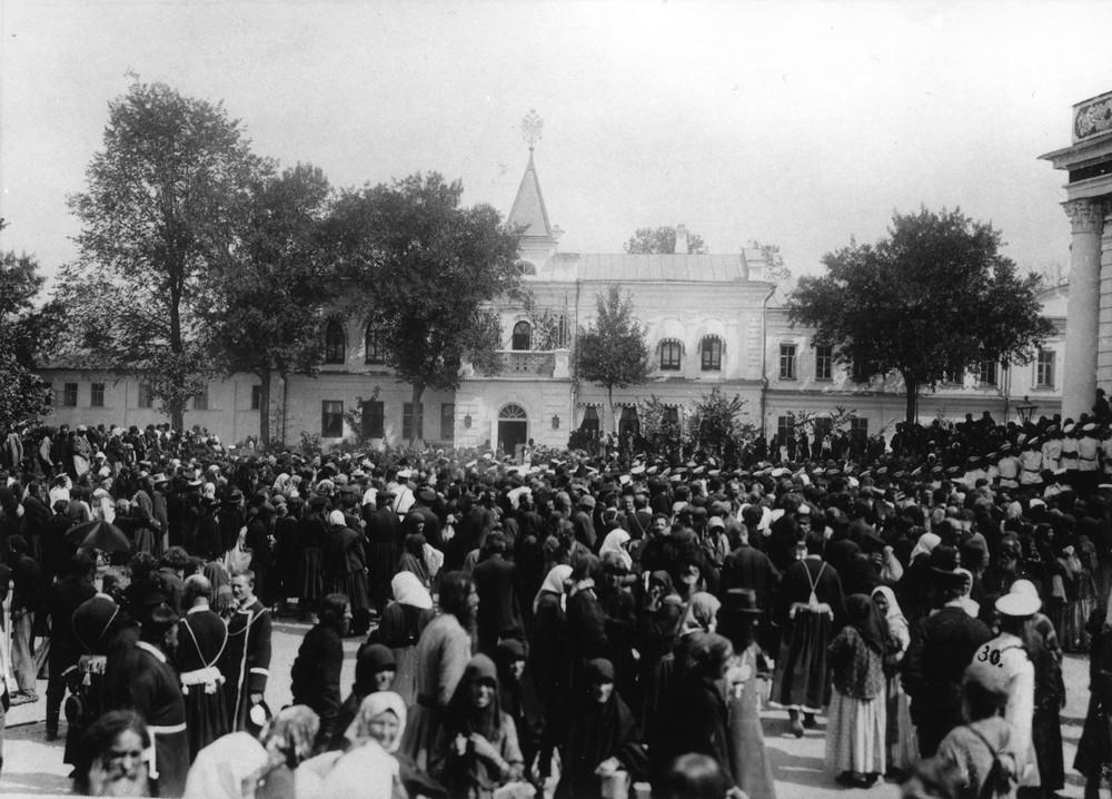 Во время торжества прославления прп. Серафима в Саровском монастыре