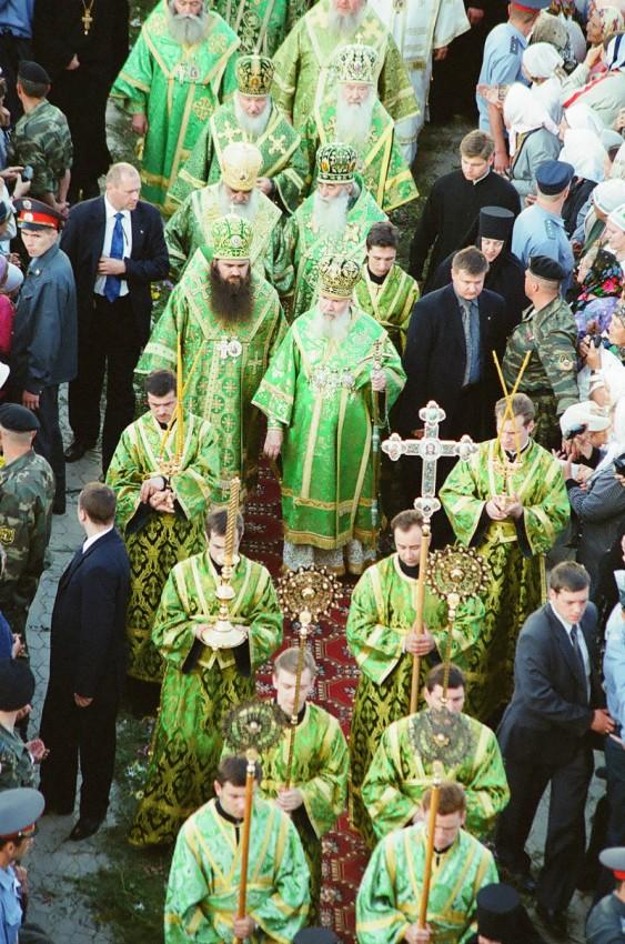 Патриарх встречает мощи прп. Серафима из Сарова