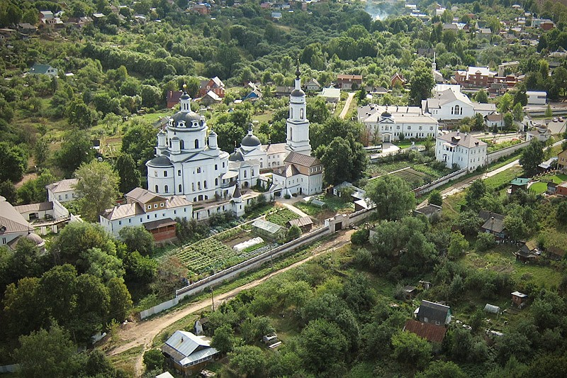 Ιερά Μονή Αγίου Νικολάου Τσερνοόστροβσκιϊ στην πόλη Μαλοιαροσλάβετς