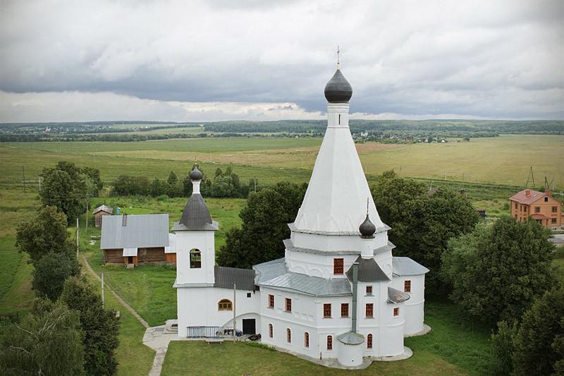 Храм Воскресения Христова в селе Городня