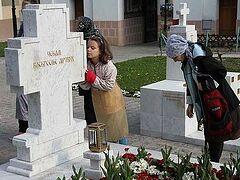 Патриарх Кирилл совершил заупокойную литию у могилы патриарха Павла