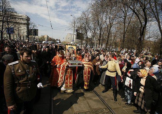 Принесение мощей святителя Спиридона Тримифунтского в Данилов монастырь. Москва, 2007 год