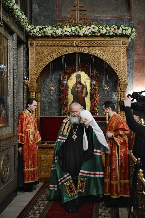 Святейший Патриарх у мощей сщмч. Илариона
