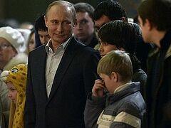 Владимир Путин в рождественскую ночь был на службе в новом храме в Сочи