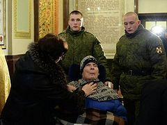 General who lapsed into a coma in Chechnya in 1995, brought to the Gifts of Magi