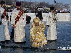 В Иркутске освятили воды Ангары