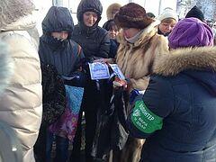 Православные волонтеры провели массовые акции по раздаче крещенских листовок в Москве