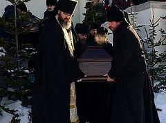 В Южно-Сахалинске совершили отпевание невинно убиенных в Воскресенском соборе