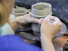 Как делают монастырскую керамику