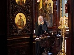 Kiev Caves Lavra praying for repose of the deceased and reconciliation of opposing parties