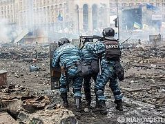 Snipers shooting at policemen in Kiev, 20 injured