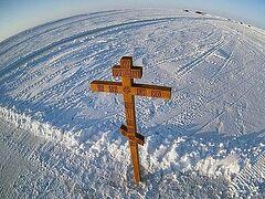 На Северном полюсе установлен поклонный крест
