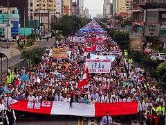 Десятки тысяч перуанцев вышли на демонстрацию против однополых «браков»