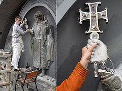 Vandalized monument to St. Vladimir being restored in Kiev