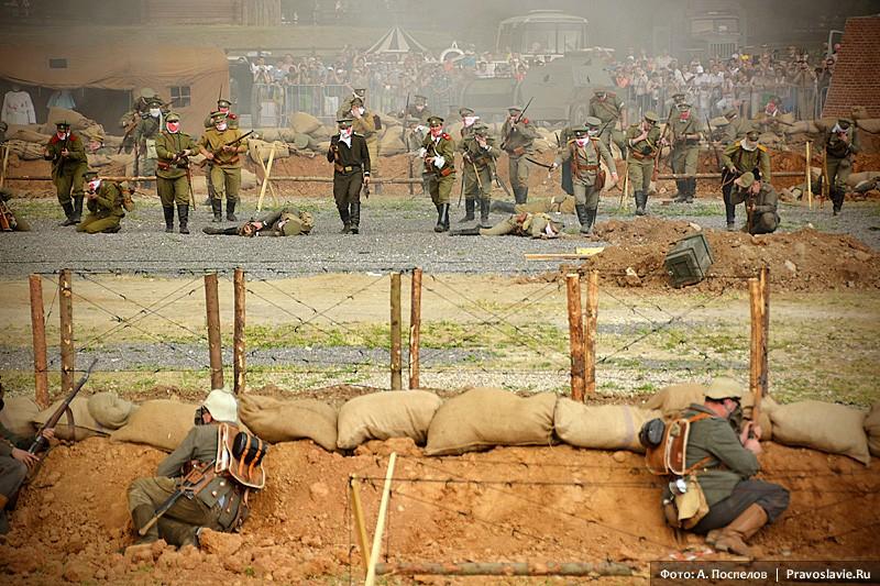 Знаменитая «атака мертвецов» (контратака выживших в газовой атаке русских солдат)