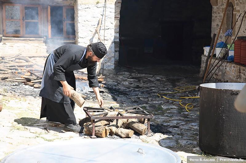 Ανάβοντας φωτιά με ξύλα