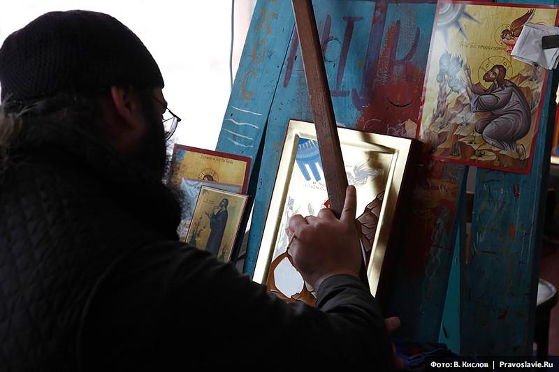 Монах-иконописец за работой