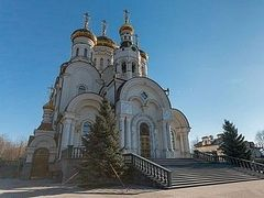 A shell explodes near Cathedral of Theophany in Horlivka; there are victims