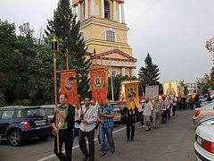 Procession of the cross in honor of St. Tikhon of Zadonsk begins