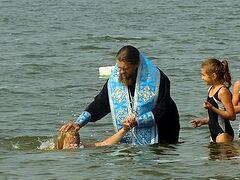 Епископ Карасукский и Ордынский совершил соборное крещение 55 детей (+ ВИДЕО)