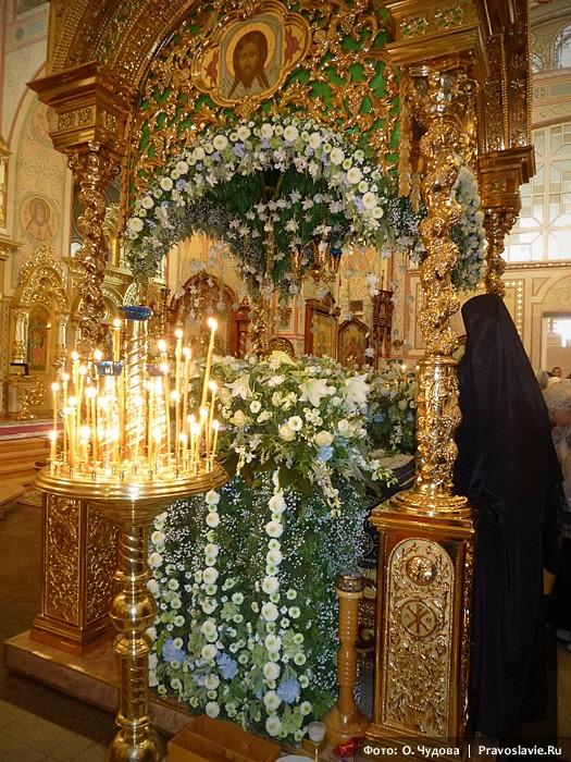 Плащаница Божией Матери под сенью