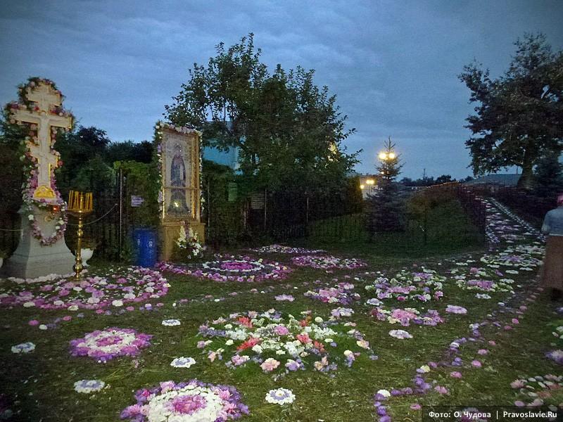 вкусы необычные дивеево успение украшение цветами фото одно