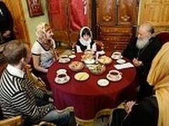 Святейший Патриарх Кирилл встретился с 10-летней Милой Филимоновой и ее приемными родителями
