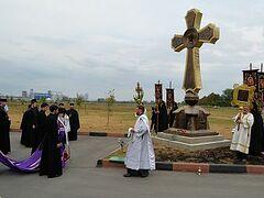 В Беслане освятили поклонный крест, воздвигнутый у «Города Ангелов»