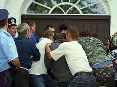 Those who are seizing temples are warring against the Church of Christ, a priest in Kiev says