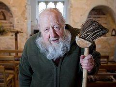 Как британский пенсионер восстановил 1000-летнюю церковь
