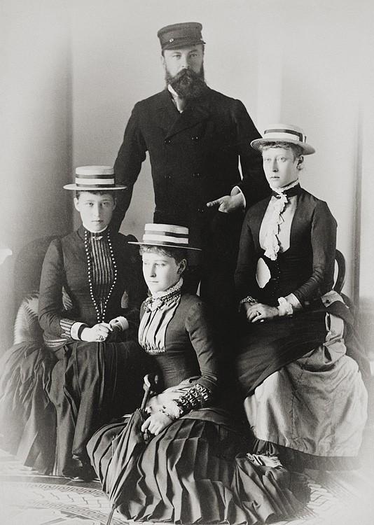 1883 г. Великий герцог Гессенский Людвиг IV с принцессами Викторией, Елизаветой и Ириной