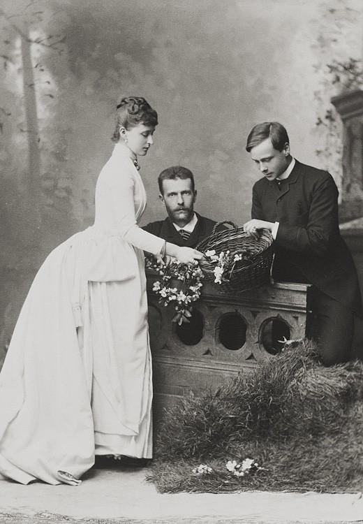 1885 г. Великий князь Сергий Александрович, Великая княгиня Елизавета Феодоровна и Эрнст Людвиг, наследный Великий герцог Эссенский. Дармштадт
