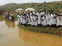 Массовое крещение в Восточной Африке