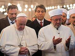 Папа римский помолился в центральной мечети Стамбула