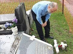Более 70 русских могил разрушены на православном кладбище в Австралии (ФОТО)