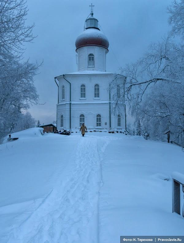 Церковь Вознесения и маяк