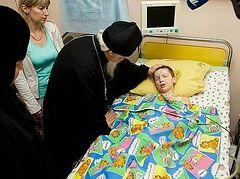 Дети Донбасса, находящиеся на лечении в Москве, получили подарки от Патриарха Кирилла