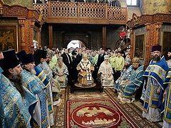 Святейший Патриарх Кирилл совершил Литургию в московском Сретенском монастыре