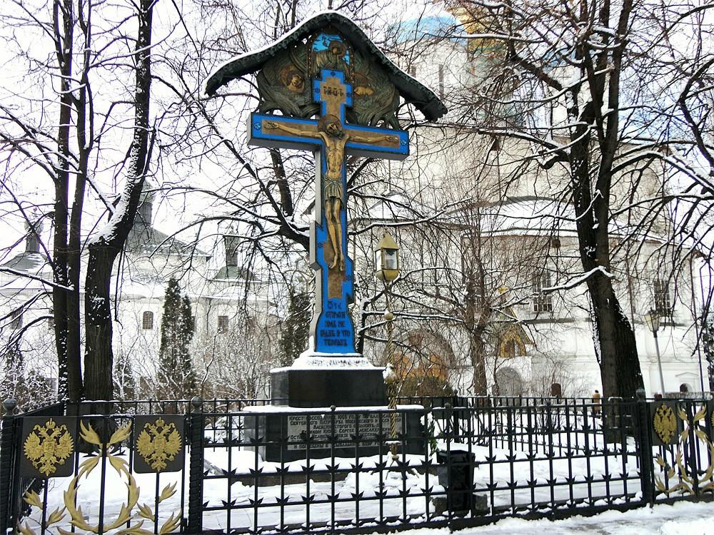 Памятный крест в Новоспасском монастыре г. Москвы