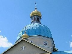 """Uniats and """"Right Sector"""" militants attack a church in the Ternopil region"""