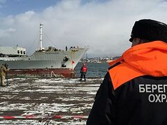 В порту города Корсакова прошла встреча выживших моряков с «Дальнего Востока»