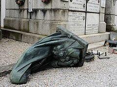 На юге Франции осквернено христианское кладбище
